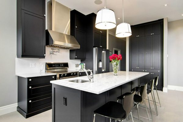 Contemporary-kitchen-keeps-things-simple-and-elegant