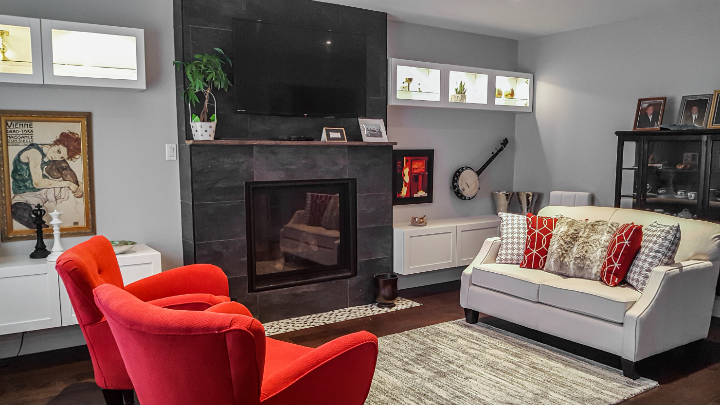 beautiful red and white living room with fireplace design