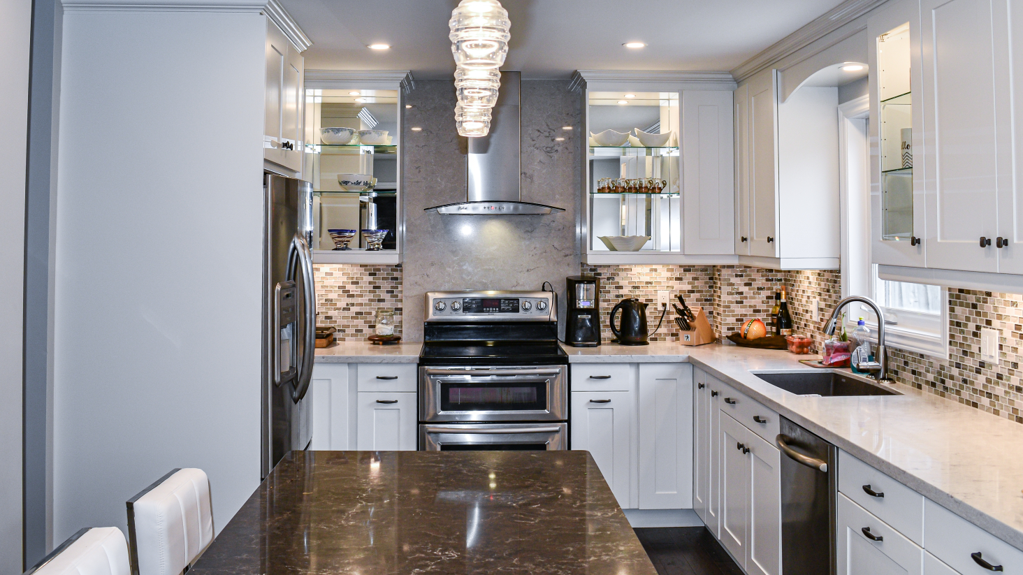 large kitchen with L-shaped island & quartz countertops